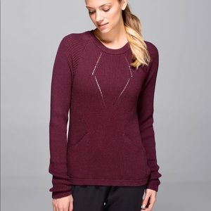 "Lululemon ""Sweater the Better"" in Bordeaux"